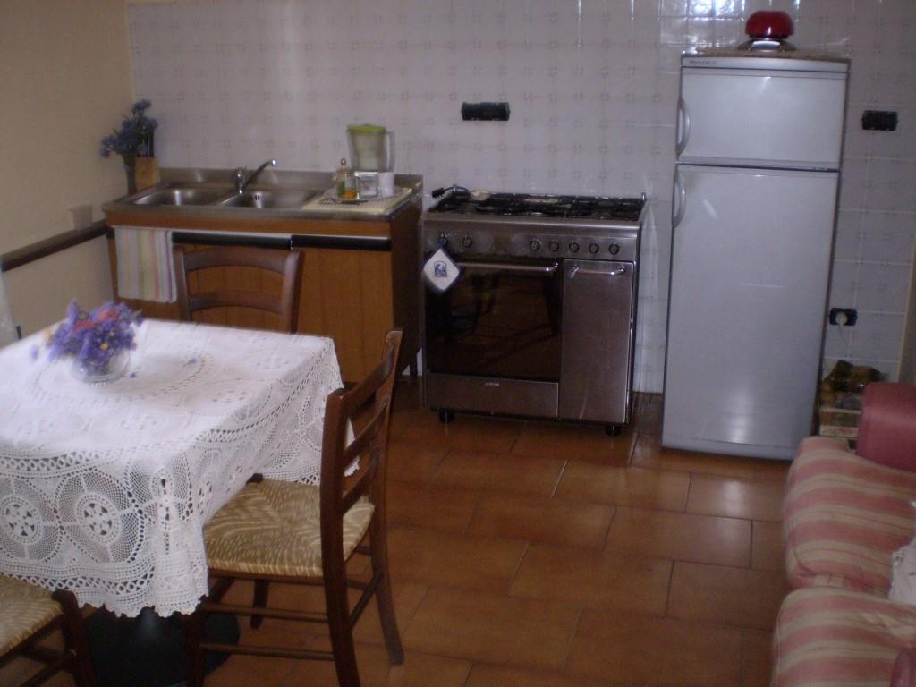 Appartamento arredato posto in zona centrale.