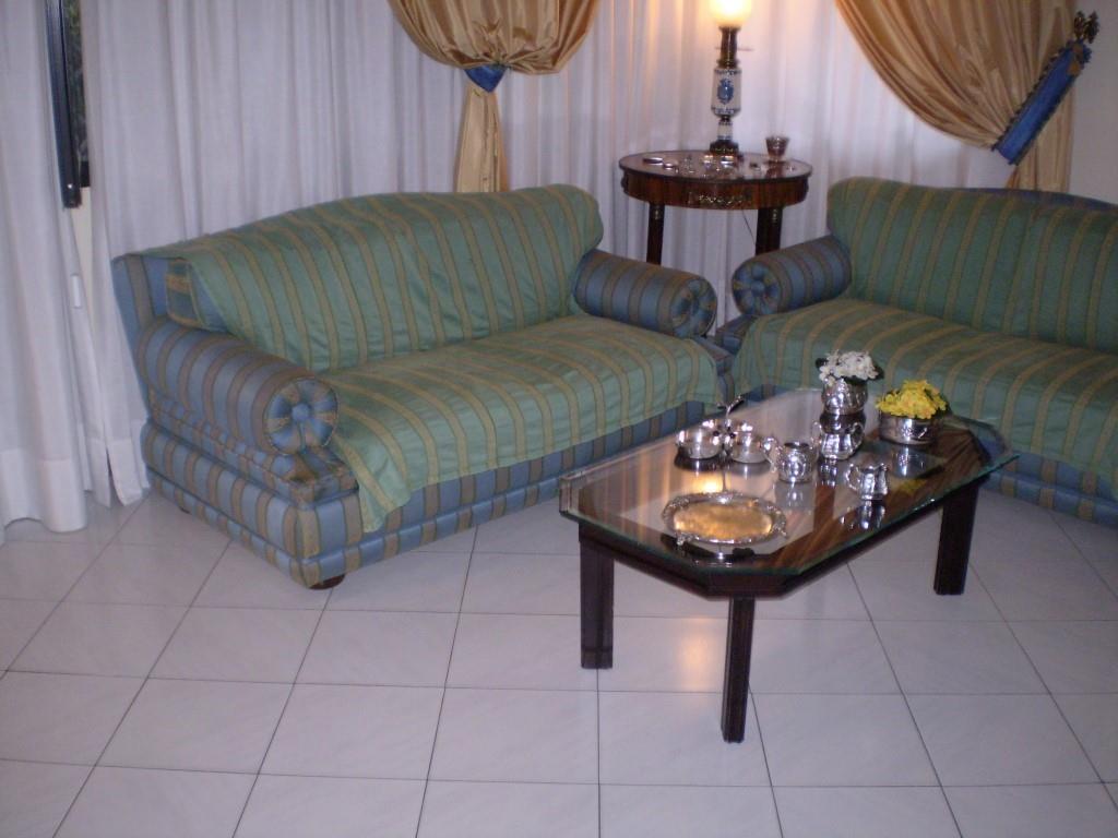 5 Vani MONTECATINI TERME (PT) Elegante appartamento con giardino.