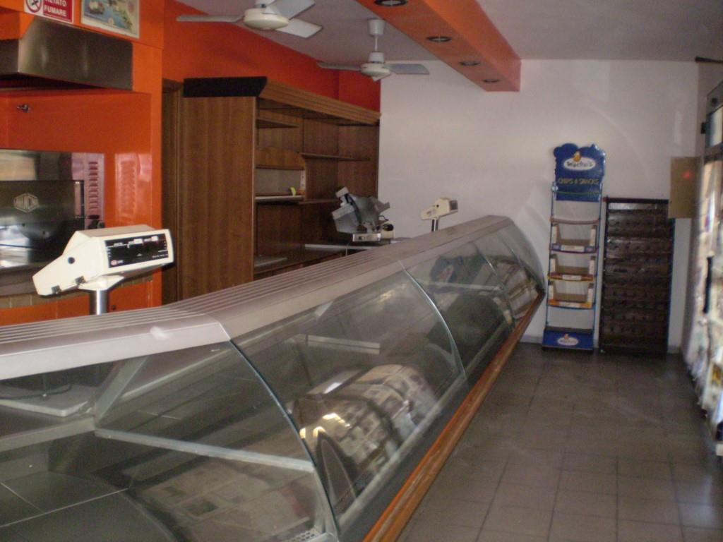 Affitto Commerciale MARGINE COPERTA (PT) Fondo commerciale arredato uso gastronomia e bar.