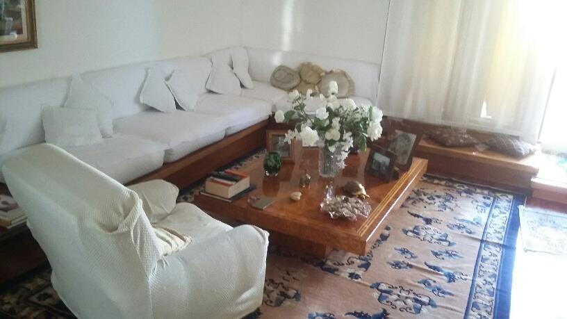 Elegante attico distribuito su due livelli.
