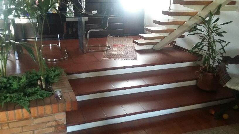 Attici MONTECATINI TERME (PT) Elegante attico distribuito su due livelli.