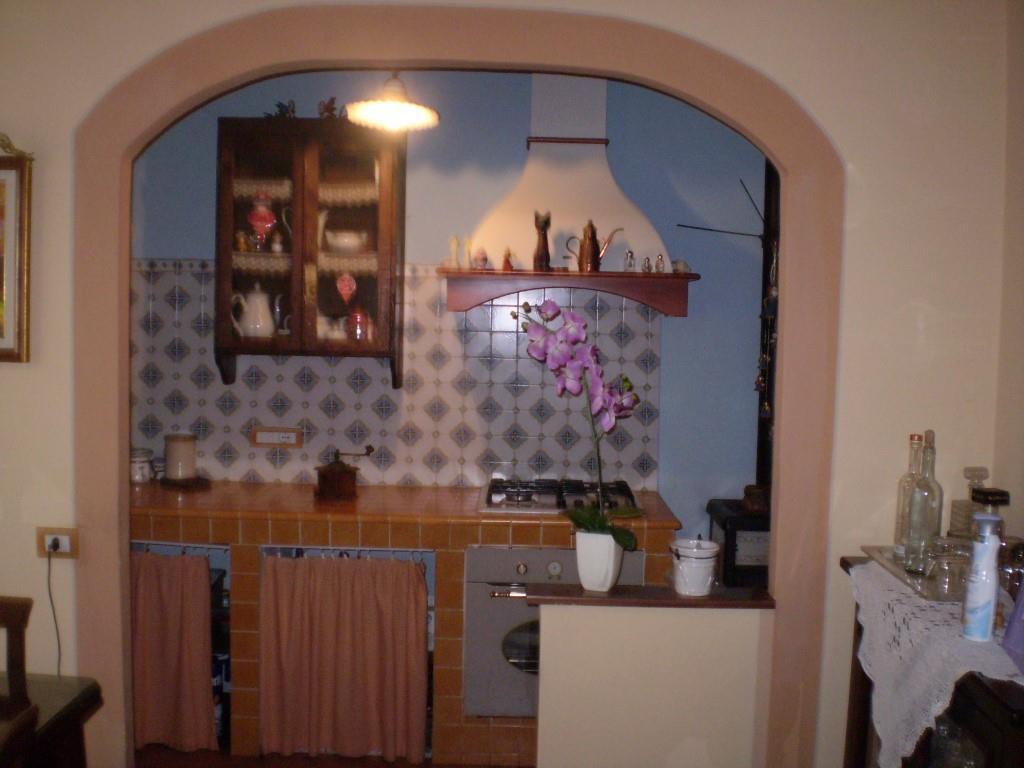 Case in campagna e rustici PESCIA (PT) Casa elegantemente ristrutturata.