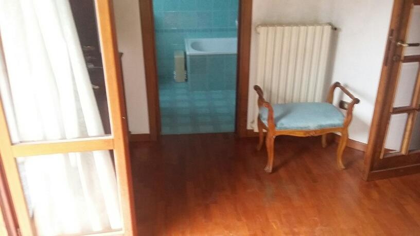 5 Vani MONTECATINI TERME (PT) Appartamento disposto su due livelli.