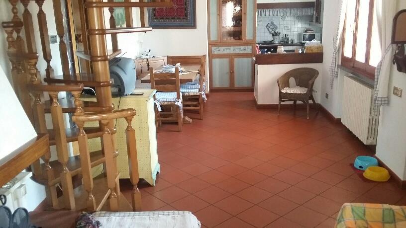 Appartamento UZZANO (PT) Appartamento posto al piano primo di una villa libera sui lati.