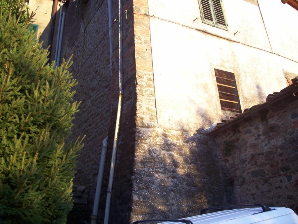 Case in borghi e centri storici MASSA E COZZILE (PT) Appartamento posto in zona pedecollinare.